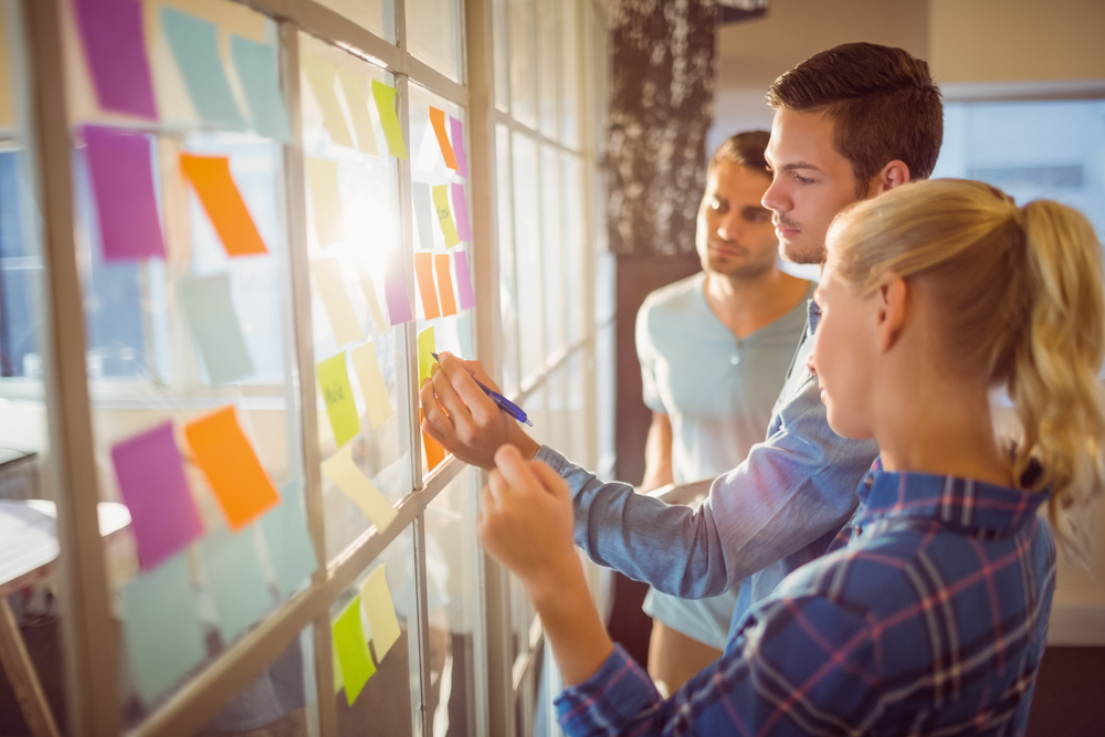 creative-marketing-team-brainstorm